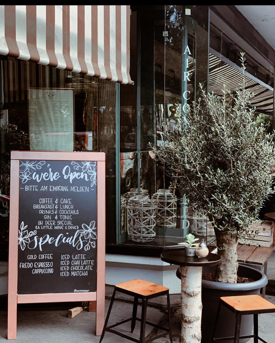 Cafe-Bar-Deer